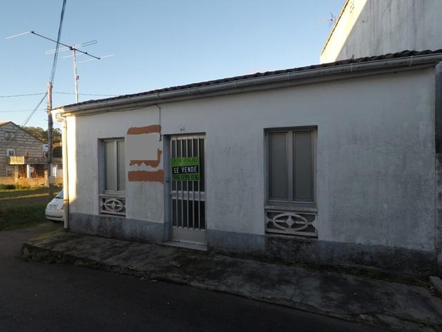 Casa para restaurar en vilaxo n la casa verde inmobiliaria for Inmobiliaria la casa